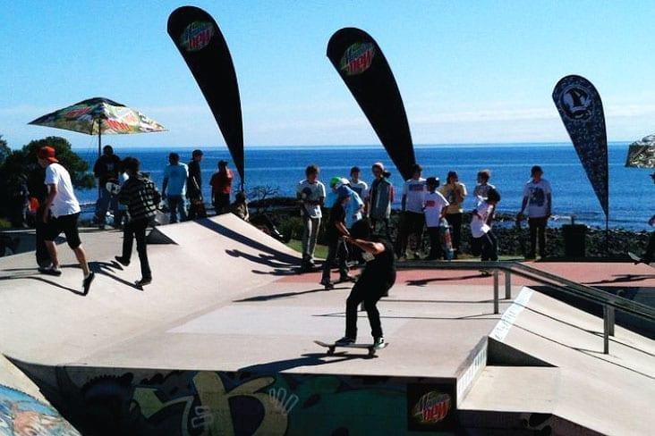 Teardrop-Banners-skateboard