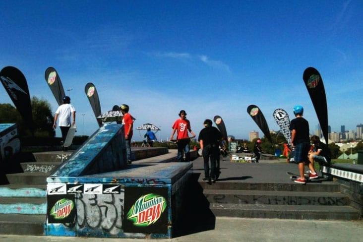 Teardrop-Banners-Skate