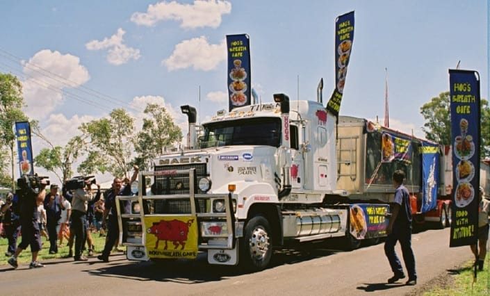 Feather-Banner-Flags_Hogs-Breath-Truck