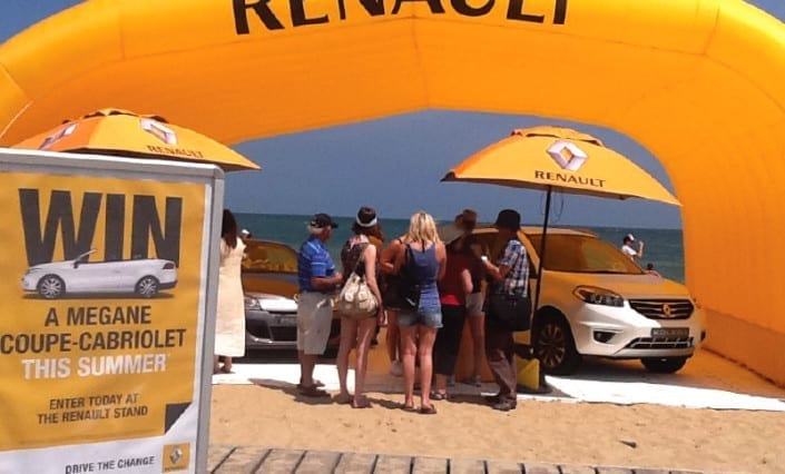 ExpandaBrand-Printed-Market-Umbrellas_Renault-